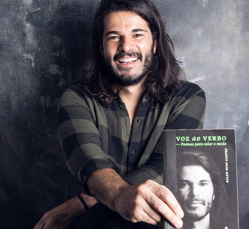 Allan Dias Castro com o livro Voz ao Verbo